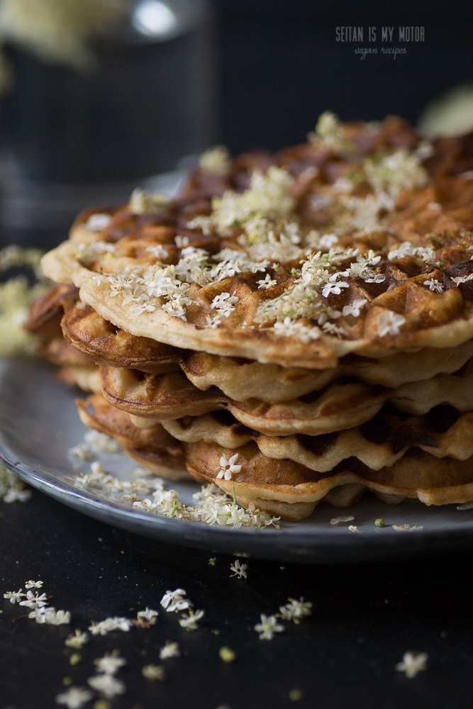 Hollerwaffeln {Waffles with Elderberry Flowers}